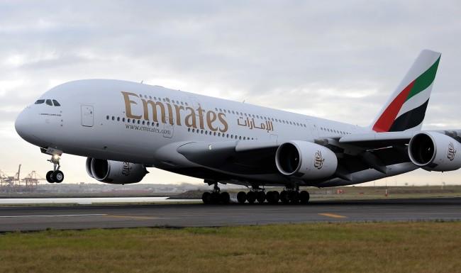 emirates_a380_landing[1].jpg